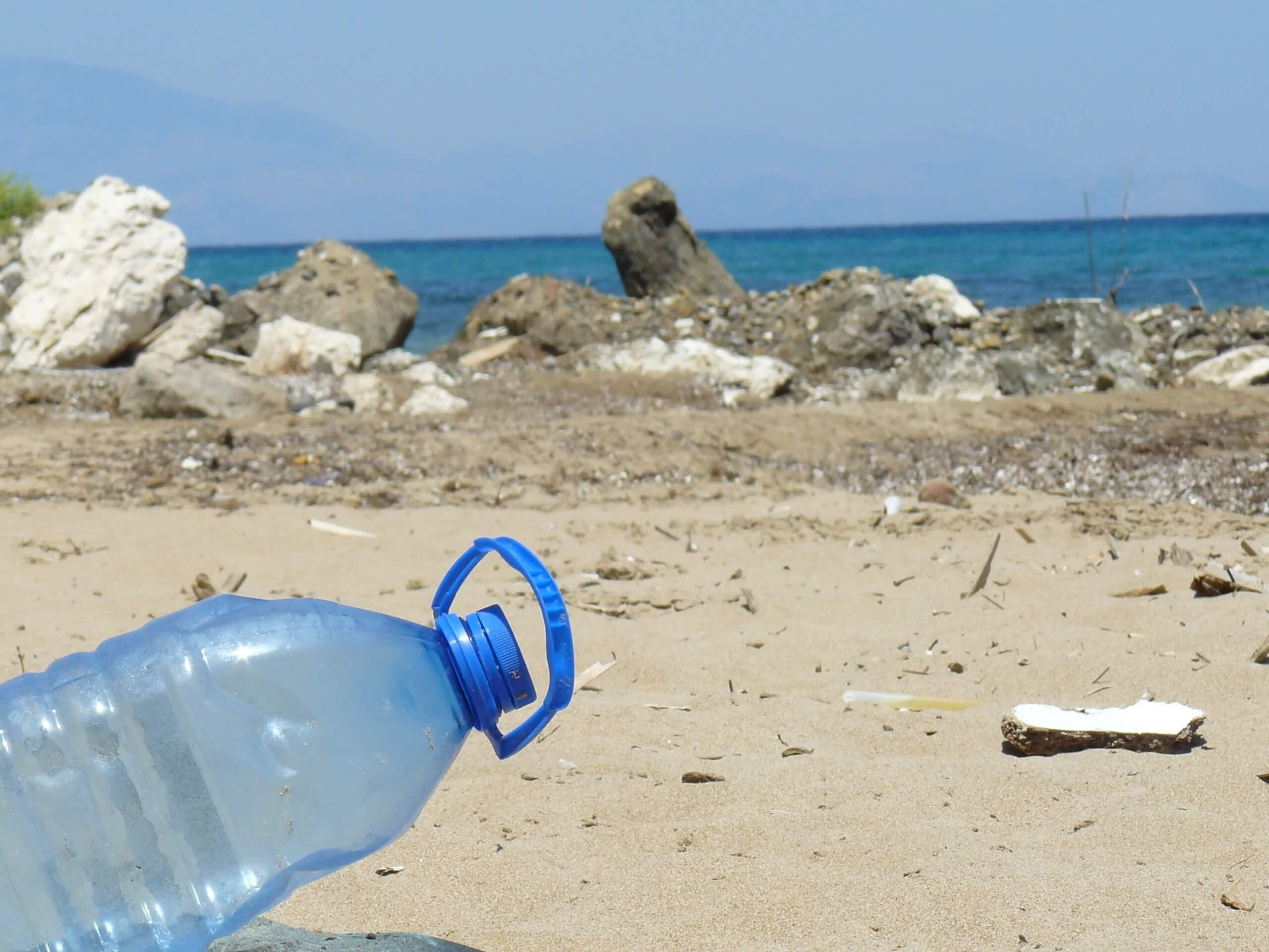 bouteille en plastique survie